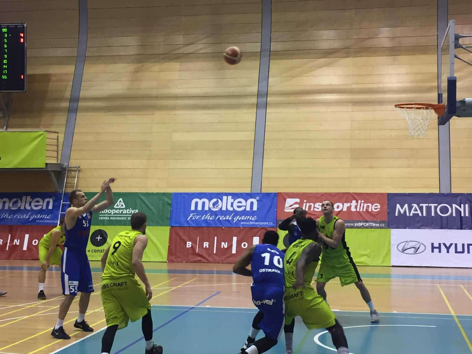 Basketbalisté Brna nestačili na tým NH Ostrava. Foto: Adam Košir