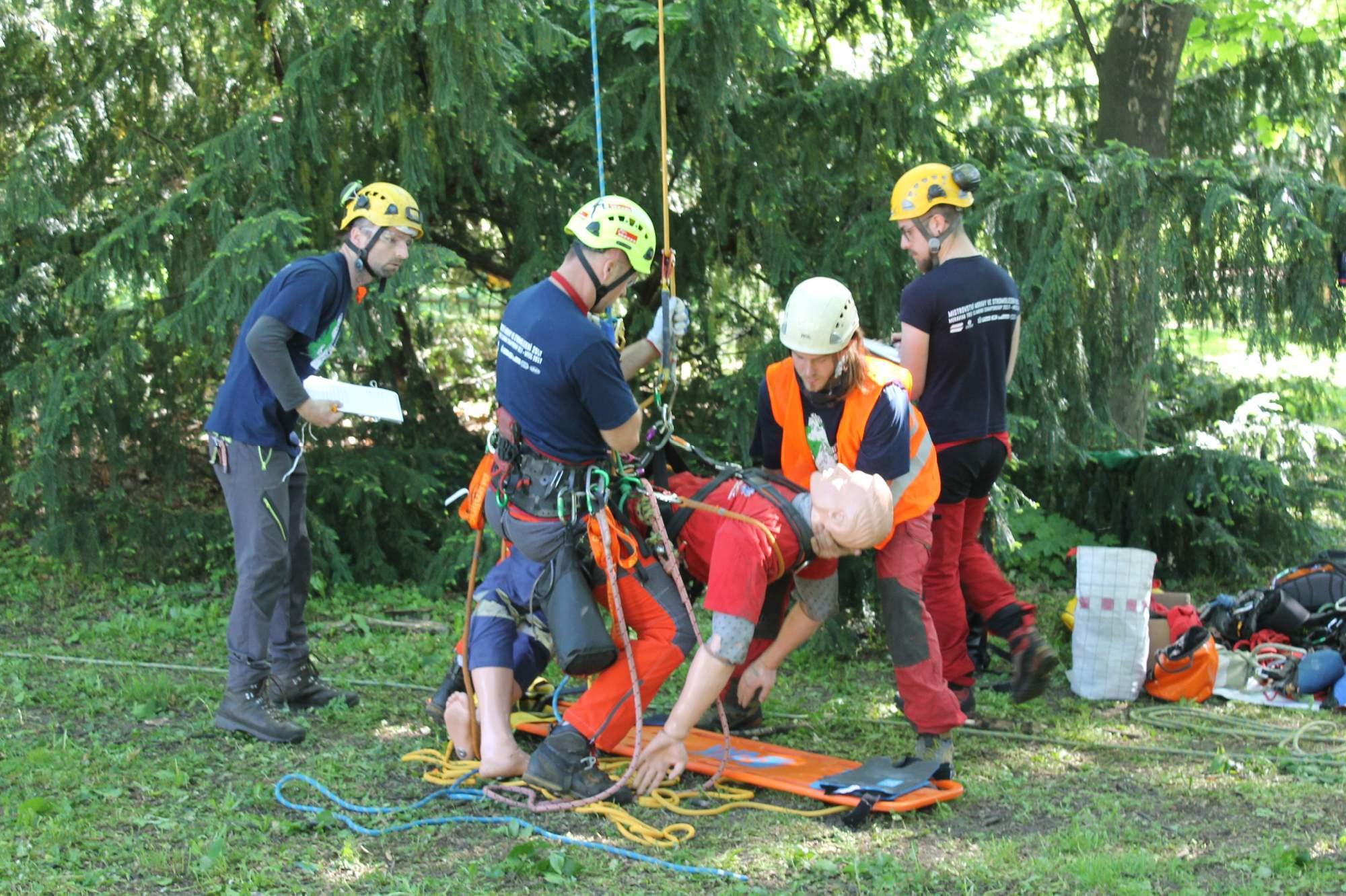 Nejatraktivnější disciplína byla záchrana zraněného. Foto: Jan Vostal