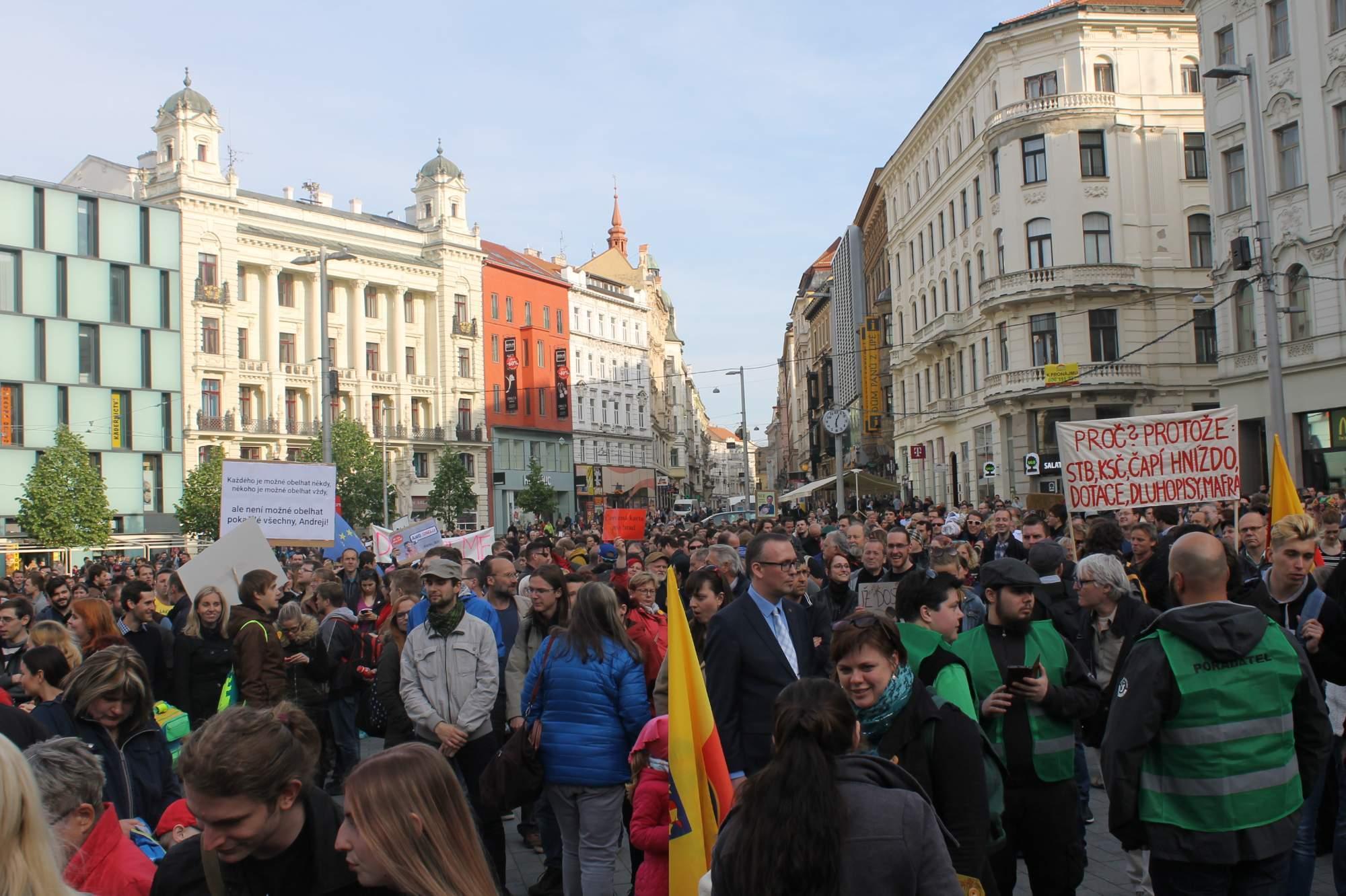 Na náměstí Svobody se sešly asi tři tisíce lidí. Foto: Jan Vostal