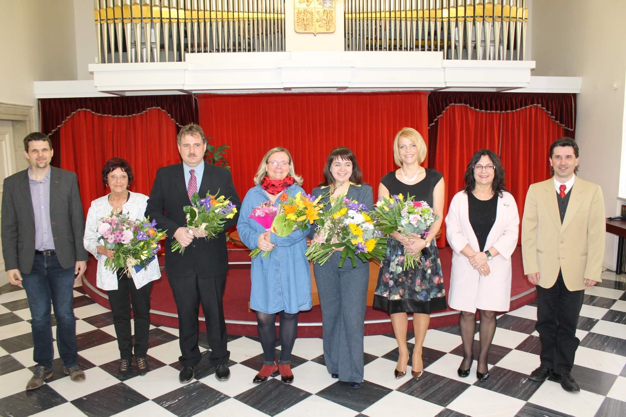 Ocenění pedagogové společně se zástupci města Brna. Foto: Jan Vostal