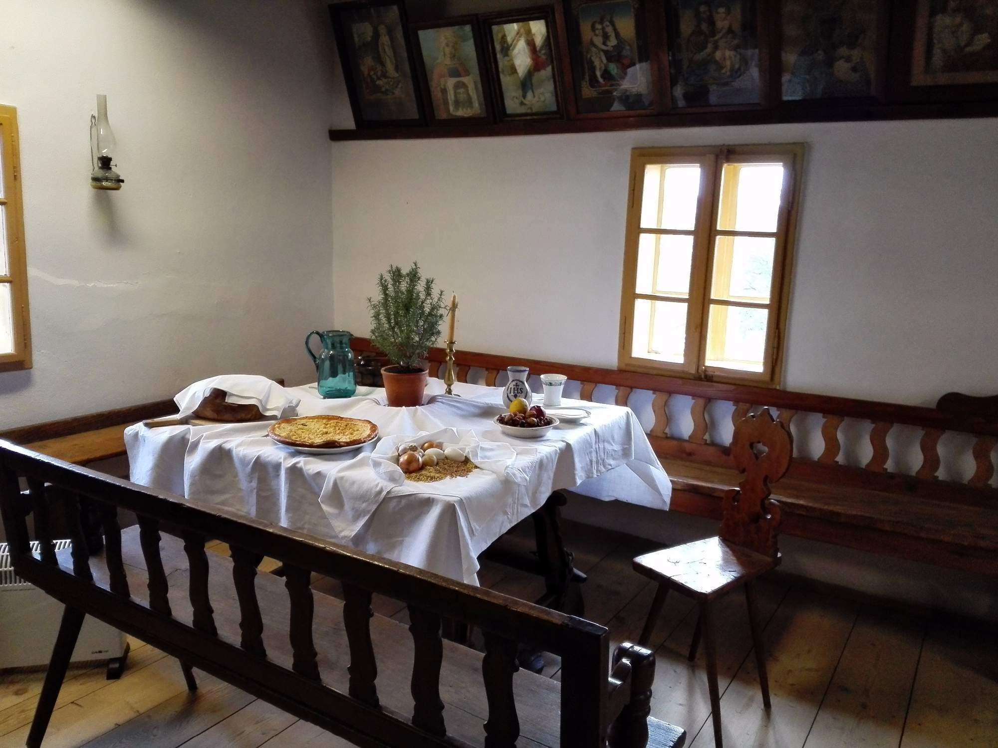 Prostřený stůl na Vánoce