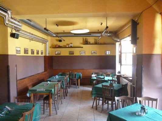 ARCHIVNÍ FOTO-restaurace Ovečka - dnes banketka, dříve pivnice