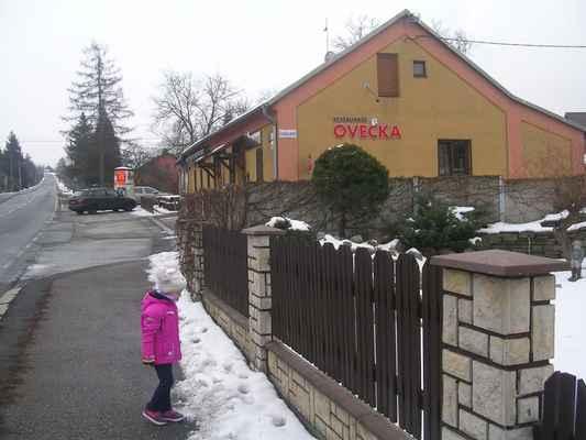 Nahoře na kopci je státní hranice s Polskou republikou (Rzeczpospolita Polska).