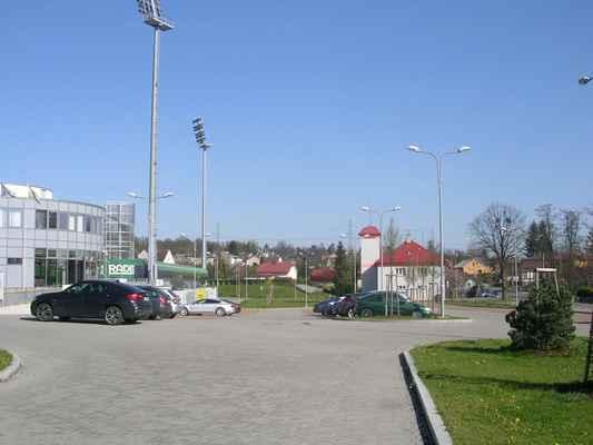 ZLEVA: Městský karvinský stadion + Požární zbrojnice Karviná-Ráj + Restaurace Ovečka-Karvinský pivovar (žlutá budova)