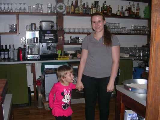 Simi + příjemná servírka Bea