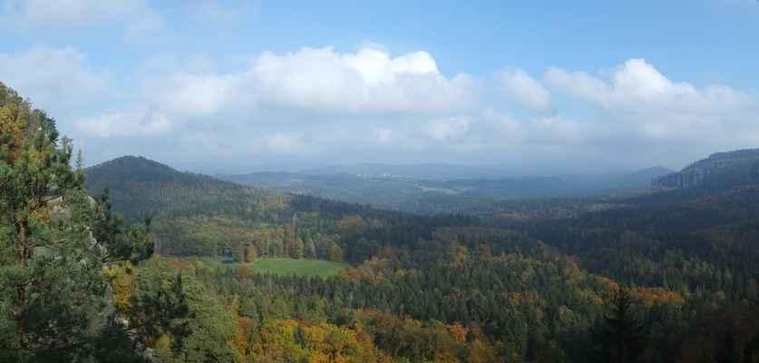 pohled ze šrámových kamenů k severu - do šluknovského výběžku...