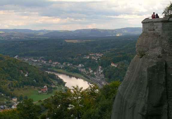 pohled z königsteinu - schrammsteiny jsou uprostřed mezi malým a velkým winterbergem (září 2012)...