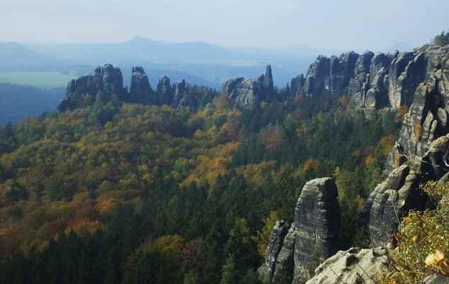 schrammsteiny jsou silně zvětralý a mimořádně členitý masív v nadmořské výšce něco přes 400 m n.m. ...