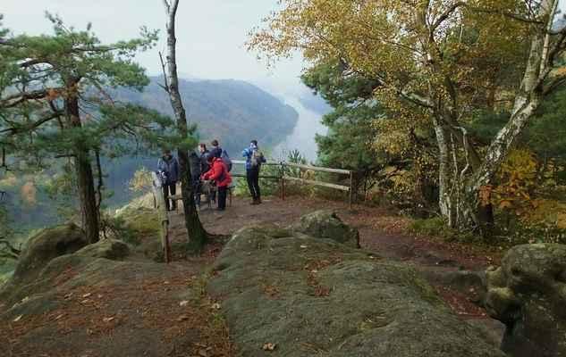 skalní vyhlídka kleine bastei se nachází víc jak 150 metrů nad hladinou labe...