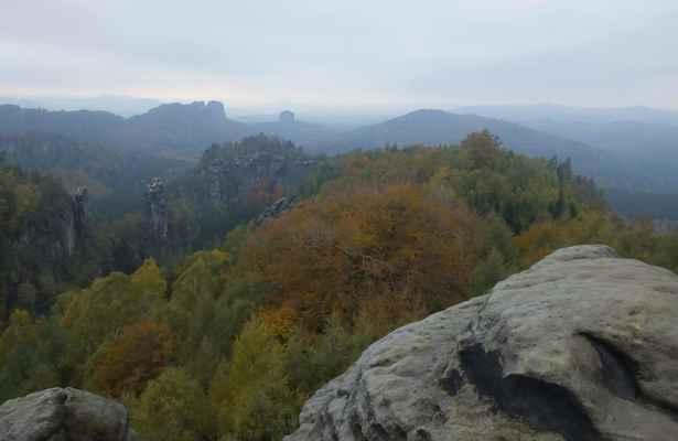 carolafelsen se nachází uprostřed affensteine (výřích skal) ...