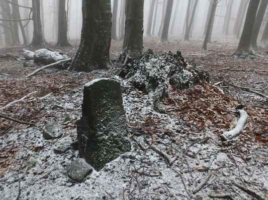 hraniční kámen...