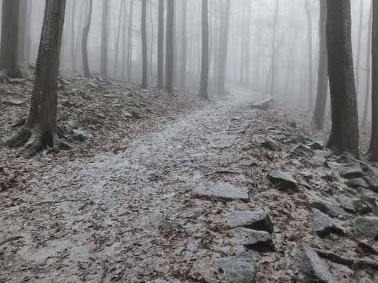 čedičová cesta k vrcholku byla vybudována v roce 1890 ...