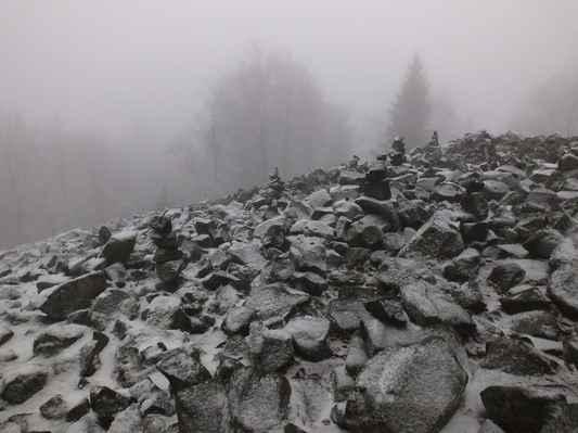 studenec je nejzápadnější dominantou lužických hor a zároveň jedinou čedičovou sedmistovkou v celé oblasti...