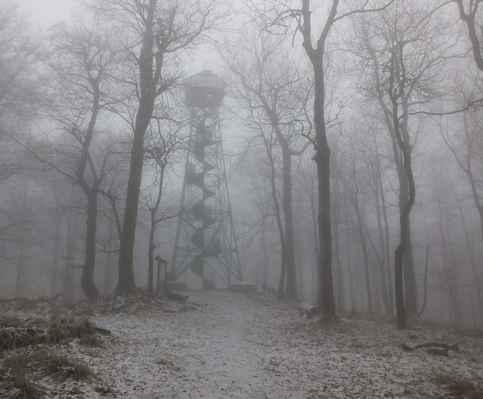 ocelová kráska na vrcholku hory je druhou nejstarší ocelovou rozhlednou v české republice (ta nejstarší je v jizerkách)...