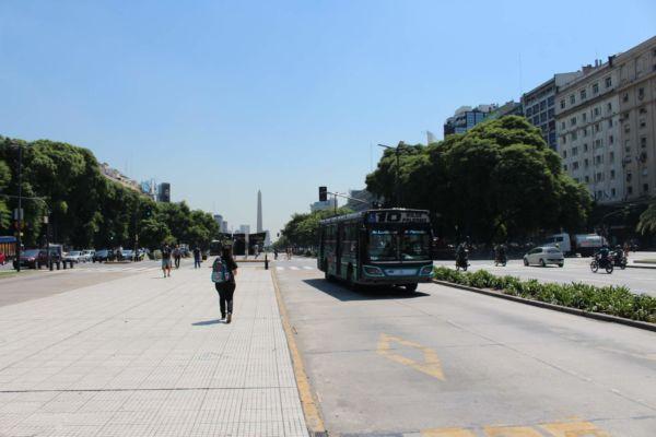 Avenida 9 de Julio - obrovská městská dopravní tepna protínající střed města