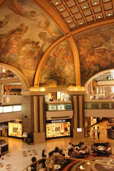 toto není muzeum, ale nákupní centrum Galería Pacífico