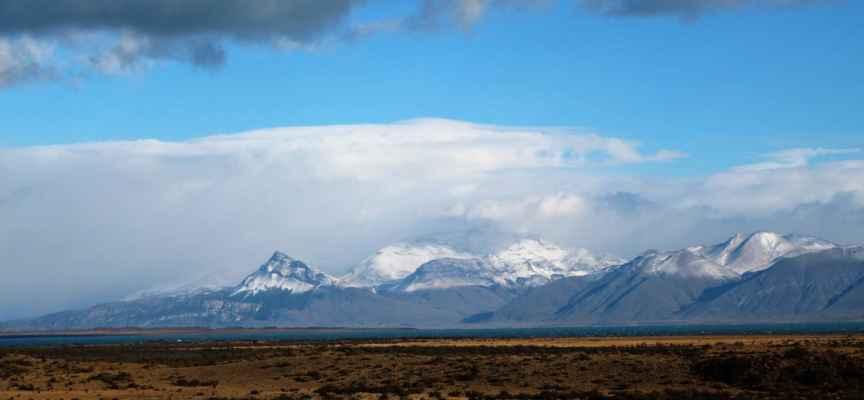 zasněžené vrcholky And