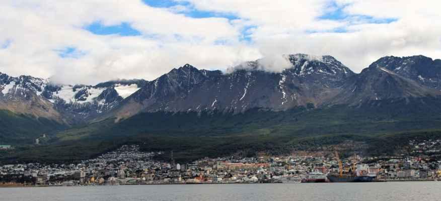 pohled na Ushuaiu z paluby lodi