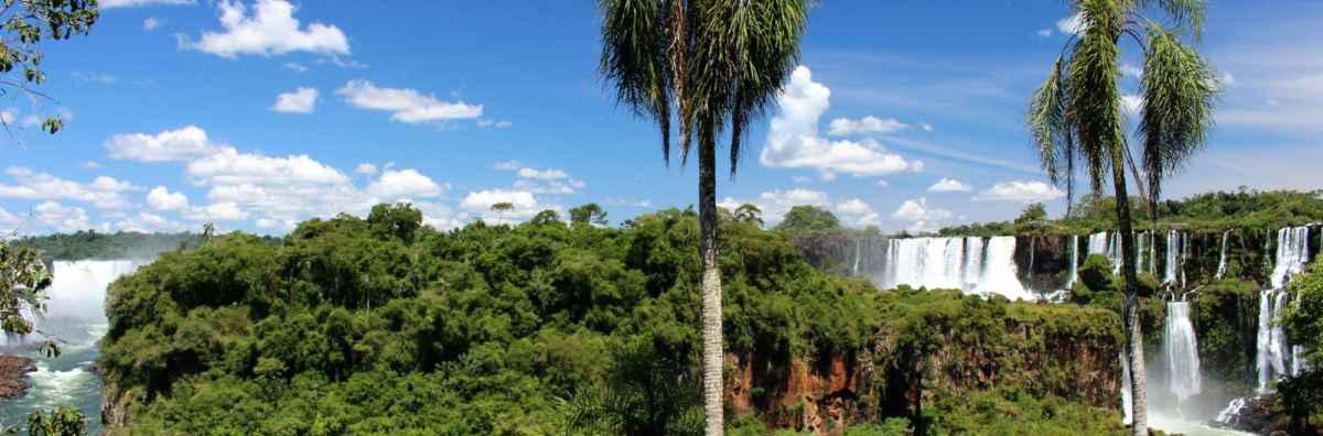 v parku Iguazú není jen jeden vodopád, ale celá spousta kaskád