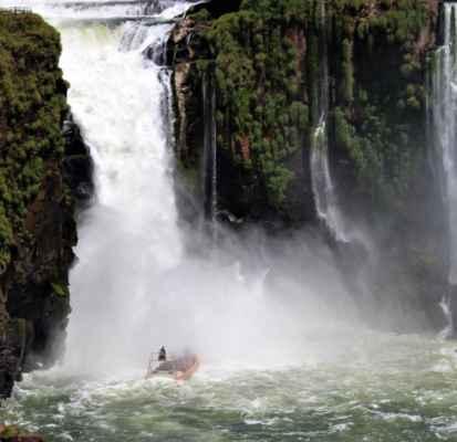 doporučujeme výlet přímo do lůna vodopádu