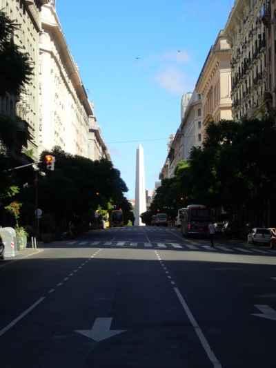 je neděle 10 hod. dopoledne a všichni v Buenos Aires ještě spí