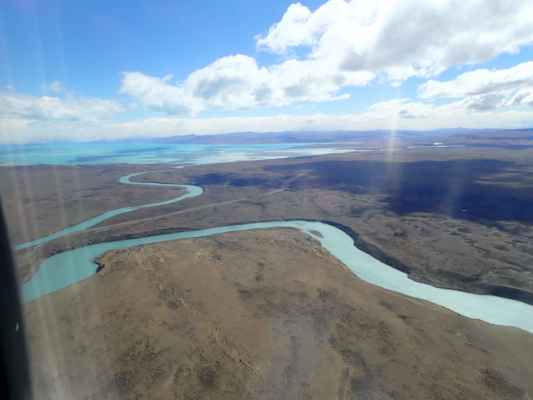 řeka, která odtéká z jezera lago Argentino do Atlantiku - stále pohledem z letadla