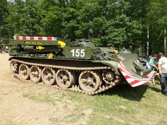Bahna 2012 -  (123) - Jo tak na tomhle jsem celou vojnu sloužil. VT 55A. Vyprošťovací tank. Když vzadu zapíchne opěrnou radlici tak je schopen vytáhnout po kolmé stěně tank. Pěkně jsem si s ním zajezdil a rok jsem dělal velitele.